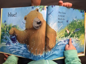 Building vocabulary with books through speech therapy at home