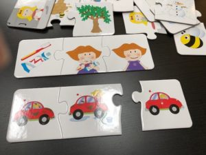 Using a sequencing puzzle for speech therapy early intervention
