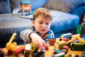 independent play in toddler weekly schedule